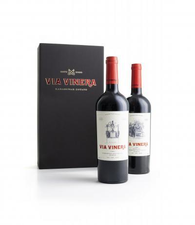 вино Подаръчна Кутия с 2 бр вина Виа Винера Каберне Совиньон и Сира 2016 и Виа Винера 750мл МЕРЛО, КАБЕРНЕ СОВИНЬОН И СИРА 2017Г