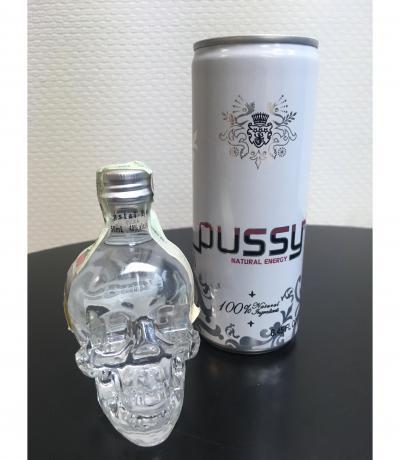 водка Кристален череп 50мл ПОДАРЪК ЕНЕРГИЙНА НАПИТКА ПУСИ 250мл