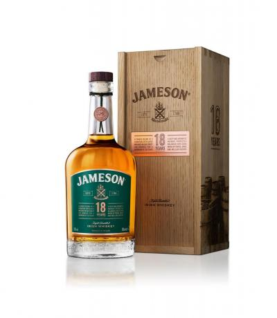 уиски Джеймисън 700 мл 18 г дървена кутия